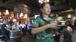 Abu Dabi ajusta reglas para consumo de bebidas alcohólicas