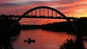 Propuesta de rebautizar puente en Alabama divide opiniones