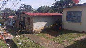 Hallan cuerpos de dos mujeres dentro de una residencia en Colón