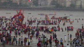 Devotos hindúes celebran al dios Ganesha