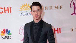 A Nick Jonas le sorprende haber llevado un anillo de castidad