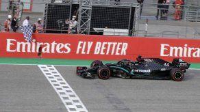 Hamilton sale victorioso en Imola