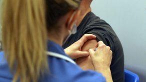 Hasta ahora, 34,9 millones de británicos han recibido ya una primera dosis y 16,2 millones la segunda.