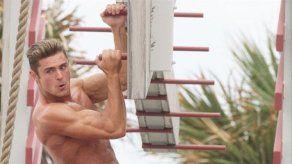 Zac Efron no ha sido capaz de mantener sus abdominales de Los vigilantes de la playa