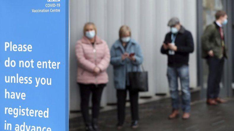 Escocia: Vacunaciones reducen hospitalizaciones de COVID-19
