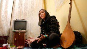 La ganadora del American Idol afgano defiende sus derechos ante los talibanes