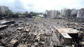 Al menos 10.000 personas pierden su casa en incendio en la capital de Bangladés