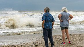 La tormenta tropical Beta tocaría tierra el lunes en EEUU
