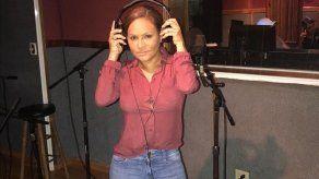 Sandra Sandoval inicia grabaciones de su tema A Ella le Gusta el Hombre Viejo