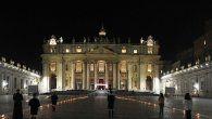 el papa preside el via crucis de los ninos en una plaza vaticana desierta