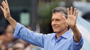 Miles de seguidores despiden a Macri pese a la crisis de Argentina