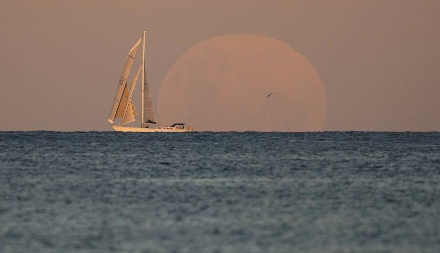 En esta ocasión el eclipse lunar total coincide con una superluna