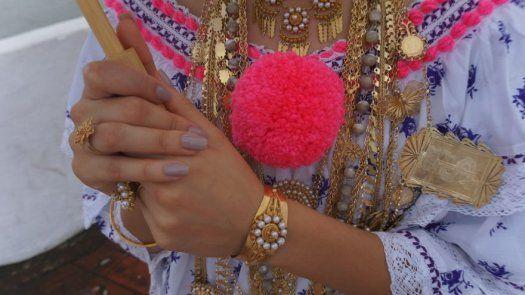 Presentan libro de uno de los mejores y más costosos vestuarios típicos del mundo, la Pollera