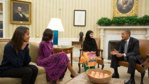 Activista Malala Yousafzai es recibida por Obama en la Casa Blanca