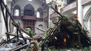 Celebran misa de Navidad en iglesia de Alepo dañada por los combates