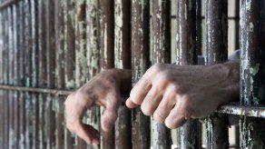 Imputan cargos y dictan detención provisional a un hombre por homicidio y violación de un infante de 2 años