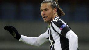 Sancionan a futbolista serbio por violar toque de queda