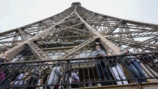 El número diario de contagios de COVID en Francia cayó drásticamente en primavera, pero en las dos últimas semanas ha vuelto a repuntar