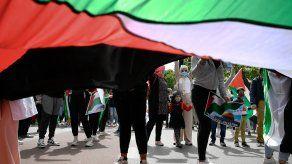 ¡No es una guerra, es un genocidio!, gritaban, mientras se dirigían de la estación de Atocha a la plaza del Sol, en apoyo a la causa palestina.