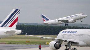 Inculpan a 5 sospechosos de tráfico de cocaína en avión de Air France