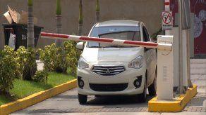 Aprueban por insistencia ley sobre cobro de estacionamientos