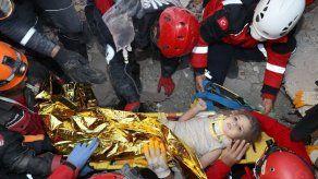 Rescatan a una niña 4 días después del sismo en Turquía