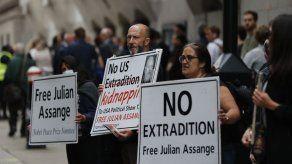Aplazan audiencia en juicio a Assange por riesgo de COVID-19