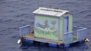 Guardacostas encuentran una sirena... pintada en una casa