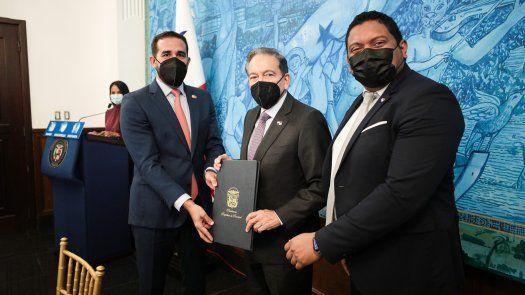El acuerdo fuefirmado por el administrador de la Autoridad de Innovación Gubernamental (AIG),Luis Oliva y el Gerente de País de Mastercard, Germán Rosón.