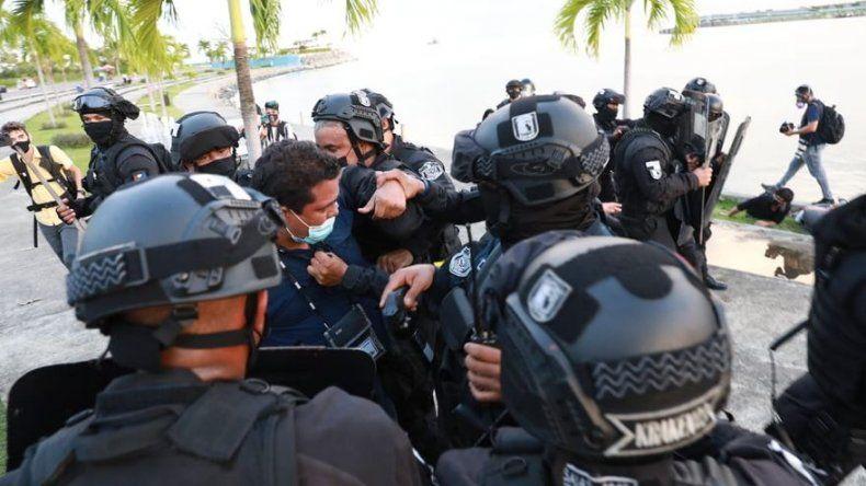 Fotógrafo de la agencia EFE en Panamá sufrió agresión policial durante cobertura de protesta