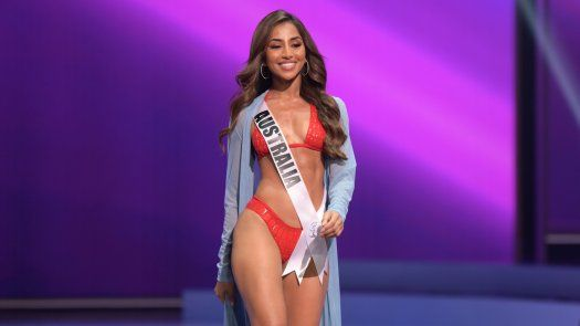 Miss Australia, Maria Thattil, en el desfile en traje de baño de Miss Universo 2020. Maria Thattil es la 2da Miss Australia de forma consecutiva con raíces indias.
