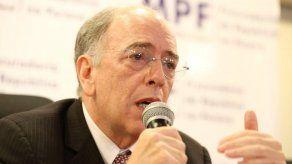 Sindicato de los petroleros celebra la renuncia del presidente de Petrobras