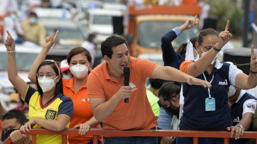 El plan de Andrés Arauz contempla un gasto público expansivo y políticas para generar desarrollo y facilitar el acceso a los recursos productivos en Ecuador.
