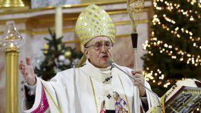 Renuncia un arzobispo católico bloqueado por Bielorrusia