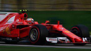 Kimi Raikkonen renueva con Ferrari para la temporada 2018