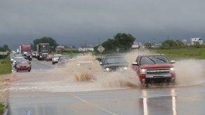 Poderosas tormentas causan 30 tornados en el centro de EEUU