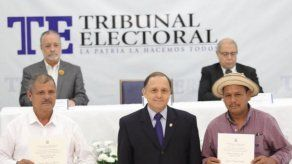 Entregan credenciales a alcaldes electos