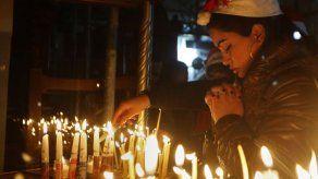 Peregrinos y turistas celebran la Nochebuena en Belén