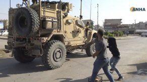 Siria: Arrojan papas a soldados de EEUU en retirada