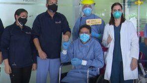 Doctor con COVID-19 que recibió plasma convaleciente es dado de alta