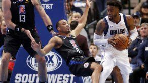 Mavericks le ganan a Clippers de Los Ángeles por 114-110