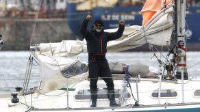 Argentino cruza en velero el Atlántico para ver a sus padres