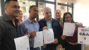 Luis Eduardo Camacho y otros miembros del CD hacen formal su renuncia de este colectivo