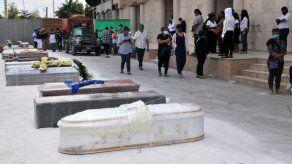 La esperanza y la muerte conviven en el corazón de la pandemia en Ecuador