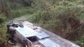 Diez muertos en accidente de autobús que trasladaba a maestros cubanos
