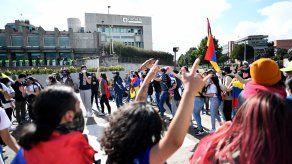 En Colombia veintiséis personas han muerto y, según las autoridades, hay 680 civiles y 826 uniformados lesionados.