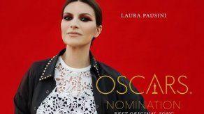 Laura Pausini recibe el cariño de Sophia Loren por su nominación al Óscar