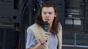 Harry Styles firma un contrato discográfico en solitario