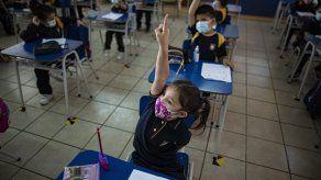Inicia el año escolar en Chile en forma remota y presencial