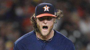 Astros ganan a Rangers 11-4 liderados por Cole y Díaz